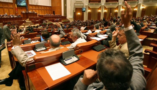Foto: Ședință solemnă la Parlament. Iohannis a pledat pentru justiție independentă, reformarea clasei politice
