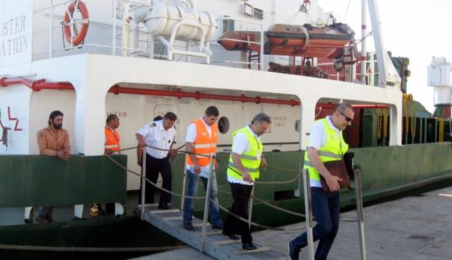 Foto: Polițiștii au căutat munca la negru din portul Constanța