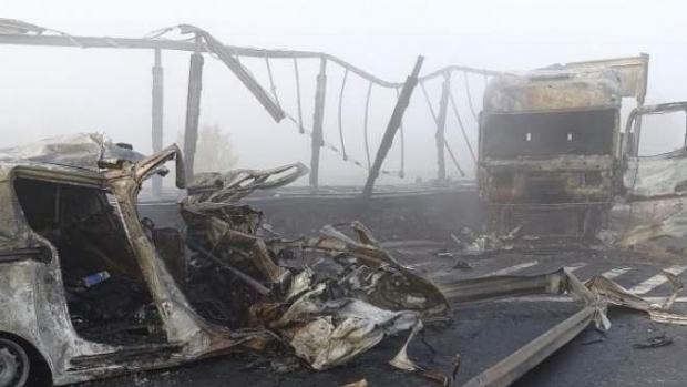 Foto: Accident rutier. Șapte oameni au ars de vii în mașinilor lor!