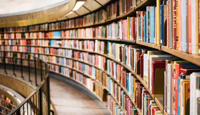Un cititor a returnat o carte după aproape 40 de ani - carti-1591781112.jpg