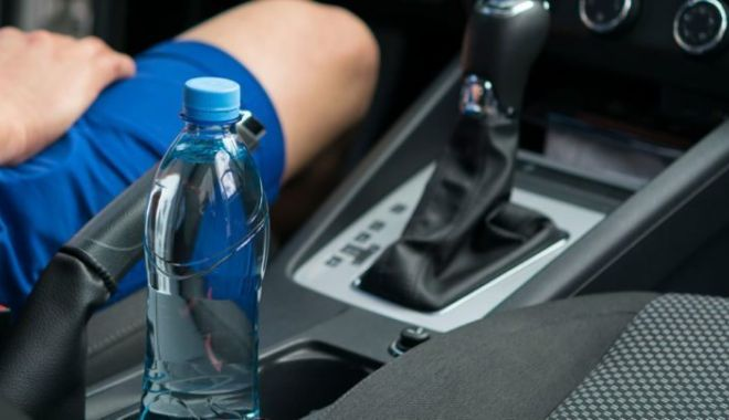 Șofer amendat pentru că a băut apă în timp ce se afla la volan - carwater720x405-1570697385.jpg