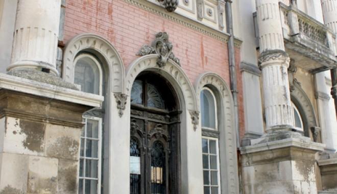 Casa cu Lei, palatul-ruină din Zona Peninsulară - casaculei15-1333561172.jpg