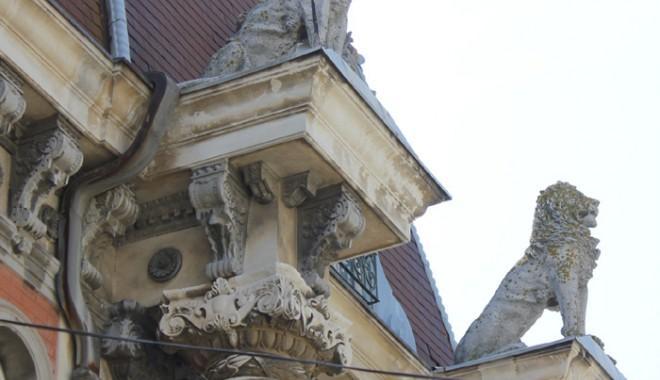Casa cu Lei, palatul-ruină din Zona Peninsulară - casaculei2-1333561138.jpg