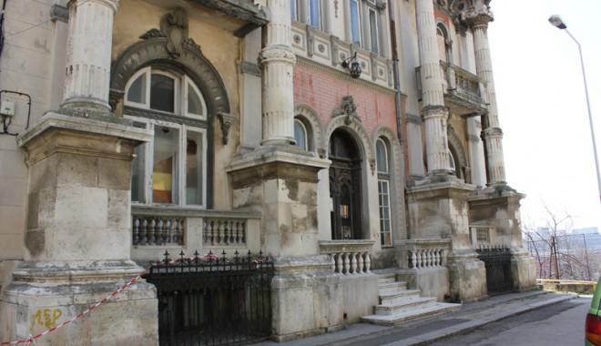 Casa cu Lei, palatul-ruină din Zona Peninsulară - casaculei3-1333561146.jpg