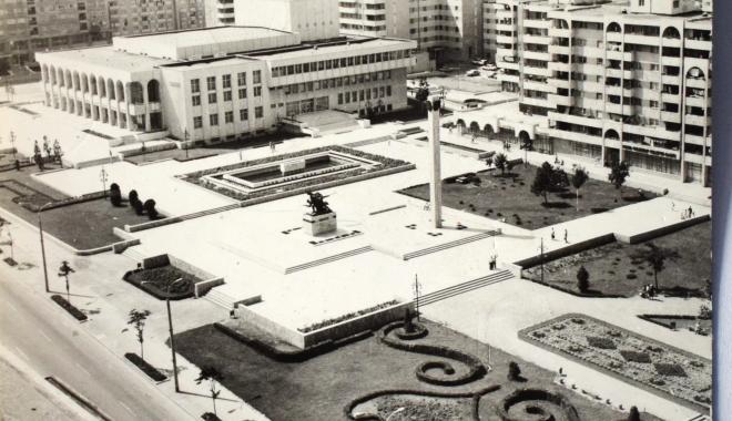 """Foto: Arhiva de Aur """"Cuget Liber"""". Constanța, ce oraș frumos am avut! Casa de Cultură, în 1985"""