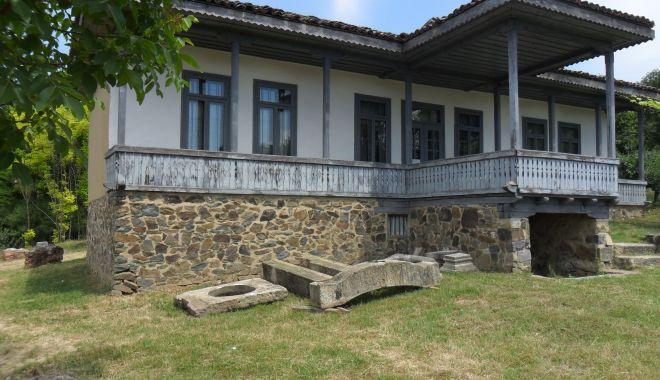 Excursie într-un loc mirific. Casa de poveste de la Oltina își așteaptă vizitatorii - casadepoveste2-1561158499.jpg
