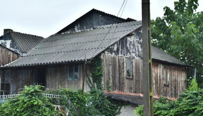 Foto: Crime Caracal / Pereții casei lui Gheorghe Dincă, verificați cu scannerul