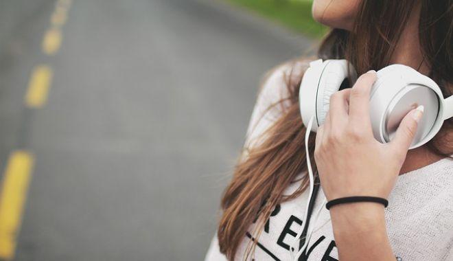 Atenție, ne pierdem auzul! Recomandările OMS pentru producătorii de smartphone și MP3 playere - castimuzicaadolescenti-1550146510.jpg