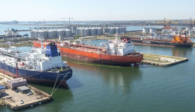 Foto: Ce afectează mai grav portul Constanța: pandemia Covid-19 sau lipsa irigațiilor din agricultură?