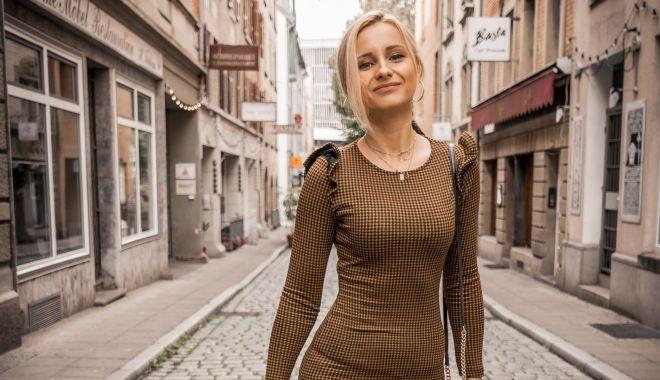 Cea mai tare blondă, la shopping la Milano - ceamai-1600346636.jpg