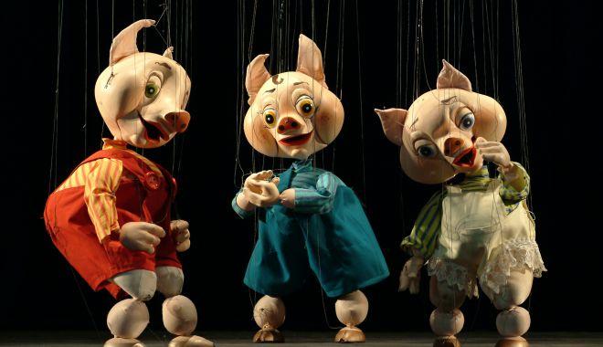 """Foto: """"Cei trei purceluși"""" îi invită la teatru pe copiii din Lumina"""