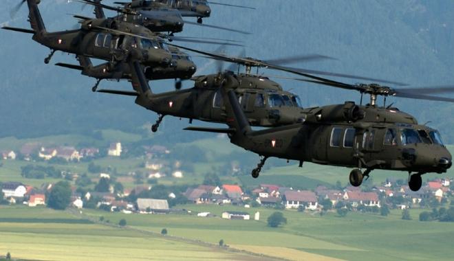 Foto: Celebrele elicoptere americane Black Hawk au sosit la baza Kogălniceanu