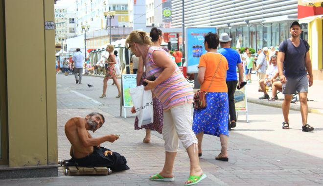 Constanța, raiul cerșetorilor! Au venit  la malul mării să facă un ban peste vară - cersetor8-1529683326.jpg
