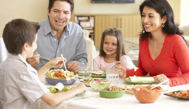 Sfatul nutriţionistului. Ce este indicat să mănânci în funcţie de vârstă - cetrebuiesamananciinfunctiedevar-1618158800.jpg