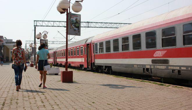 Foto: Călătorii din trenuri, sancționați pentru că nu aveau măști de protecție