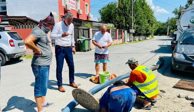 Autorităţile locale din Năvodari se implică în reparaţia reţelelor de canalizare - chelarulucrari-1626978306.jpg