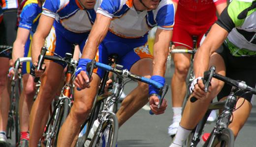 """Foto: Ciclism: 120 de sportivi la """"Turul ciclist al Ținutului secuiesc"""""""
