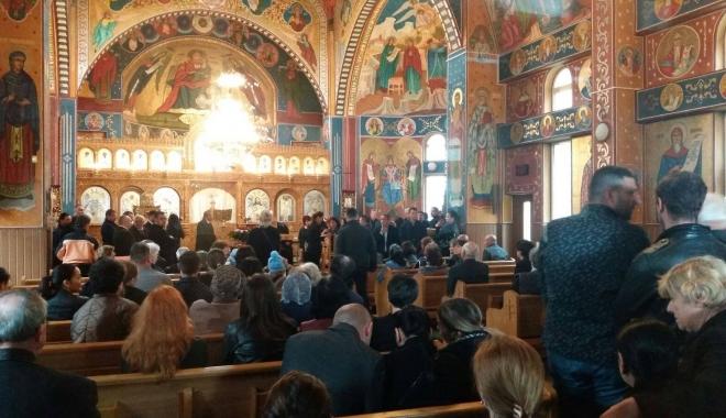 GALERIE FOTO. Puhoi de lume la slujba de înmormântare a fostului primar Ion Ovidiu Brăiloiu - cinci-1496997755.jpg