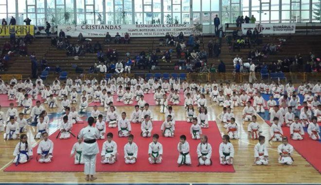 Cinci sportivi din Eforie, pe podiumul Naționalelor de karate tradițional - cinci-1555432270.jpg