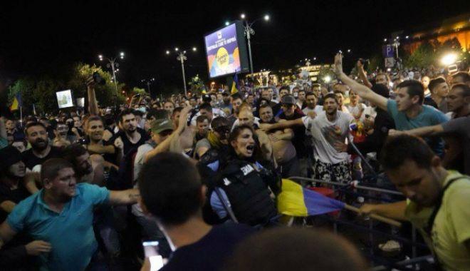 Protestatarii care au bătut o jandarmeriță la mitingul diasporei din 10 august au fost eliberați - cineestefemeiajandarmbatutadepro-1548239385.jpg
