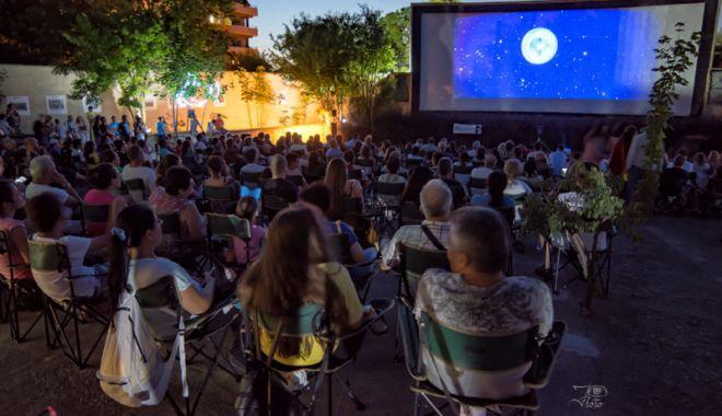 """Foto: Filme bune și bere cehă, la """"Cinemascop"""", în Eforie Sud"""