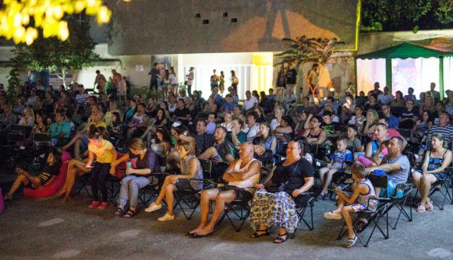 Cinemascop a fost un succes.  Oamenii sunt dornici de filme în aer liber - cinemascop1-1533564564.jpg