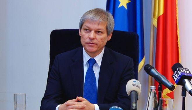 """Foto: Dacian Cioloș: """"Preocuparea celor care guvernează este să scape mai repede de dosarele penale"""""""