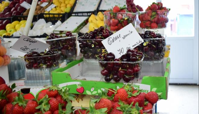 Foto: 120 lei kilogramul de cireșe! Fructe la prețuri exorbitante în piețele constănțene
