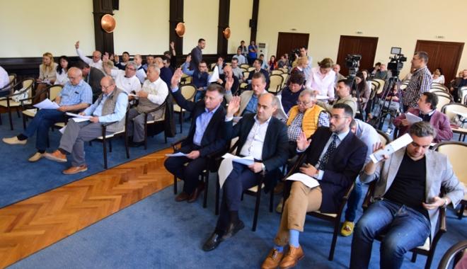 """Foto: Consilierii județeni și-au dat girul pentru preluarea stadionului """"Farul"""""""