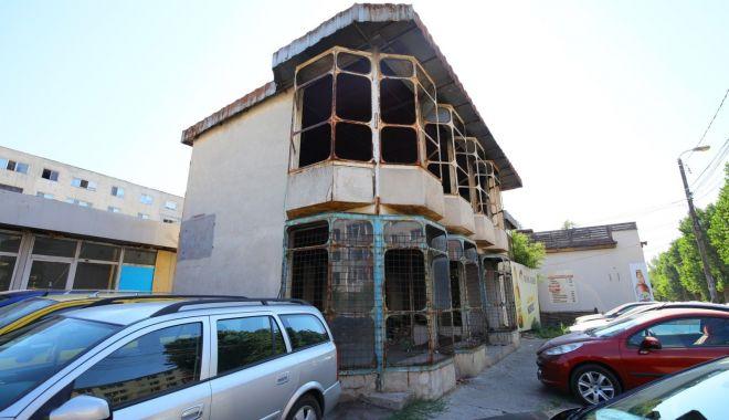 Foto: Clădire demolată din dispoziția primarului Decebal Făgădău. Care este motivul