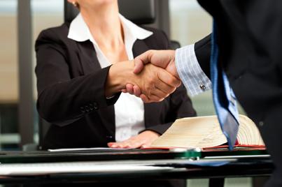 Foto: Clienții nu vor mai putea fi escrocați cu contracte comerciale abuzive