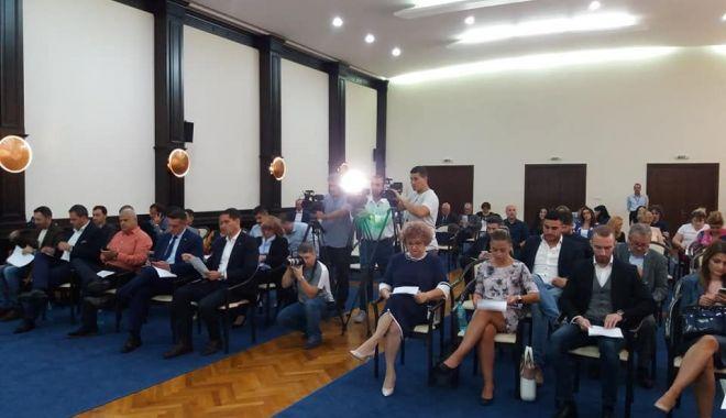 Foto: Ședință ordinară! Primarul Făgădău a convocat consilierii locali