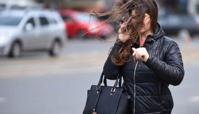 Meteorologii avertizează! Cod galben de vânt puternic la Constanţa - coddevant-1600362466.jpg