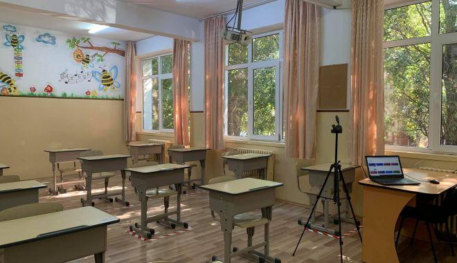 """Colegiul Pedagogic"""" Constantin Brătescu"""", Liceul """"Decebal"""" şi Colegiul Comercial """"Carol I"""", cursuri exclusiv online - colegiul2-1603458262.jpg"""