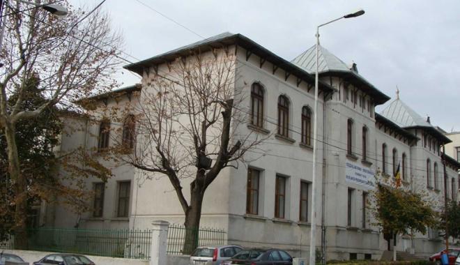 """Foto: Când se dă admitere la gimnaziul Colegiului """"Eminescu"""""""