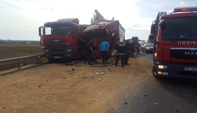 Coliziune între TIR-uri, pe Autostrada A4. Traficul a fost blocat! - coliziune-1569262514.jpg
