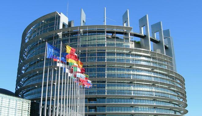 """Foto: Bătălia pentru postul de comisar european. Cu cine """"defilează"""" România"""