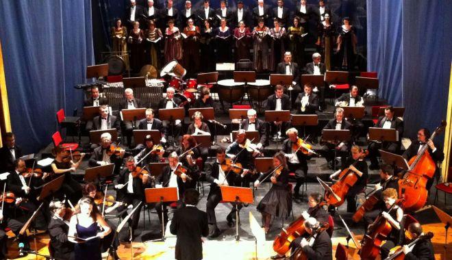 """Foto: Concert de Anul Nou, la Teatrul """"Oleg Danovski"""""""