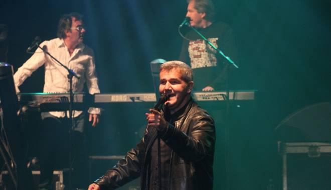 Foto: Mare concert mare pe scena Casei de cultură: Holograf deschide turneul la Constanța