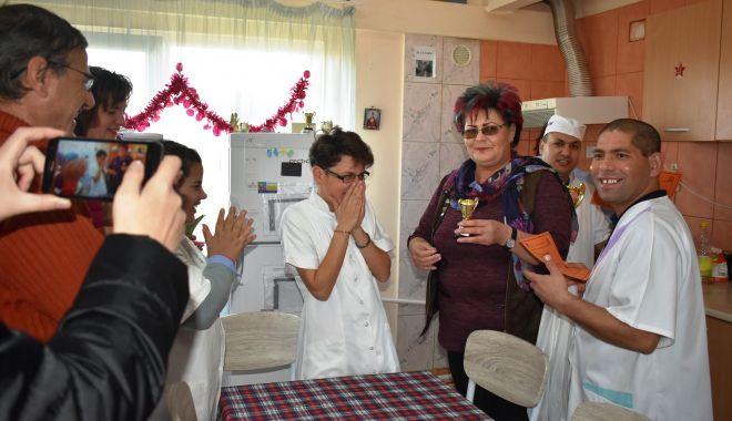 Foto: Elvis, master-chef al Concursului de gastronomie de la locuințele protejate de la Cumpăna