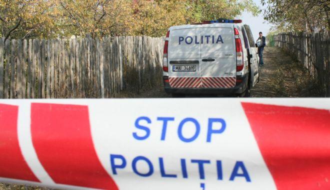 Foto: Bebeluș găsit mort, într-un tomberon. Copilul avea urme de violență pe corp