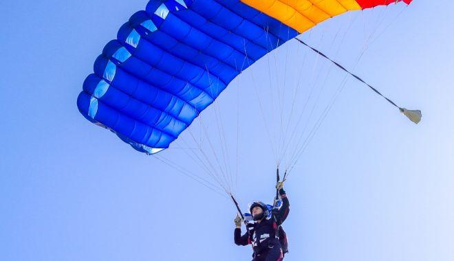 Un nou record mondial la parașutism, stabilit de o constănțeancă - constanteanca-1576100283.jpg