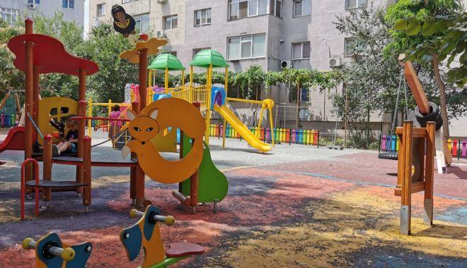 Continuă lucrările de reabilitare a locurilor de joacă din Constanța - continualucrarile-1597044451.jpg