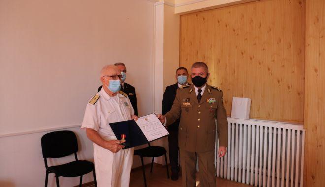 Contraamiralul de flotilă Niculae Ștefan, distins cu Emblema de Onoare a Statului Major al Apărării - contraamiralstefan1-1600274522.jpg