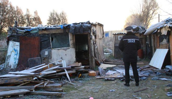 Foto: Polițiștii locali, în control la locuințele improvizate din Constanța