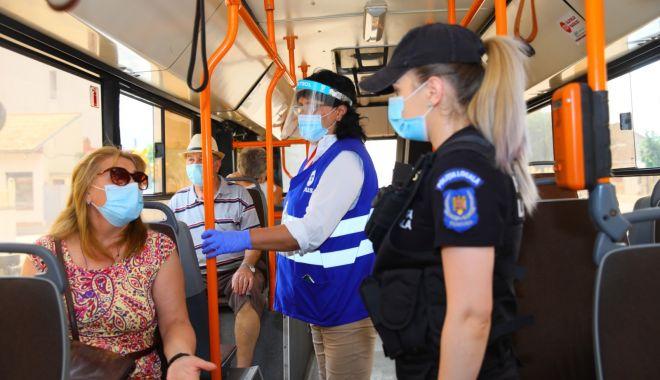 """Foto: Controale în autobuzele CT Bus: """"Purtarea măștii este obligatorie!"""""""