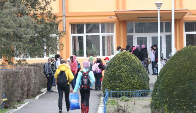 Foto: Aproape  1.000 de copii  s-au întors la școală bolnavi!