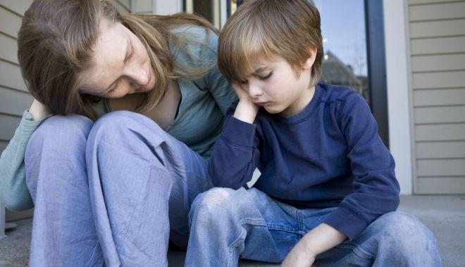 Părinți plecați la muncă în străinătate. Câtă suferință pentru copiii lor… - copii3-1567105585.jpg