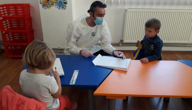 Copiii de la ţară, fără medici stomatologi şi fără sprijin pentru a-şi proteja dinţii - copiiidelatara-1600795604.jpg