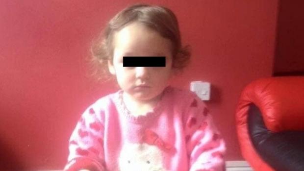Foto: Fetița de 5 ani lovită cu mașina de un polițist, șef de post, a murit